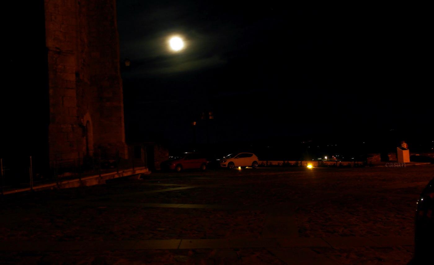 luna-sobre-el-castillo
